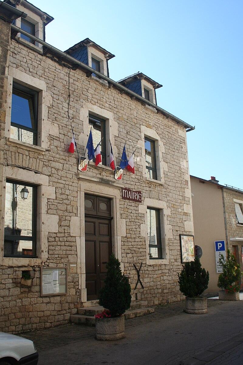 Severac-le-Chateau mairie.JPG