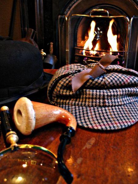 http://upload.wikimedia.org/wikipedia/commons/thumb/c/ce/Sherlock_holmes_pipe_hat.jpg/450px-Sherlock_holmes_pipe_hat.jpg