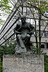 Sigmund Freud statue, London 1.jpg