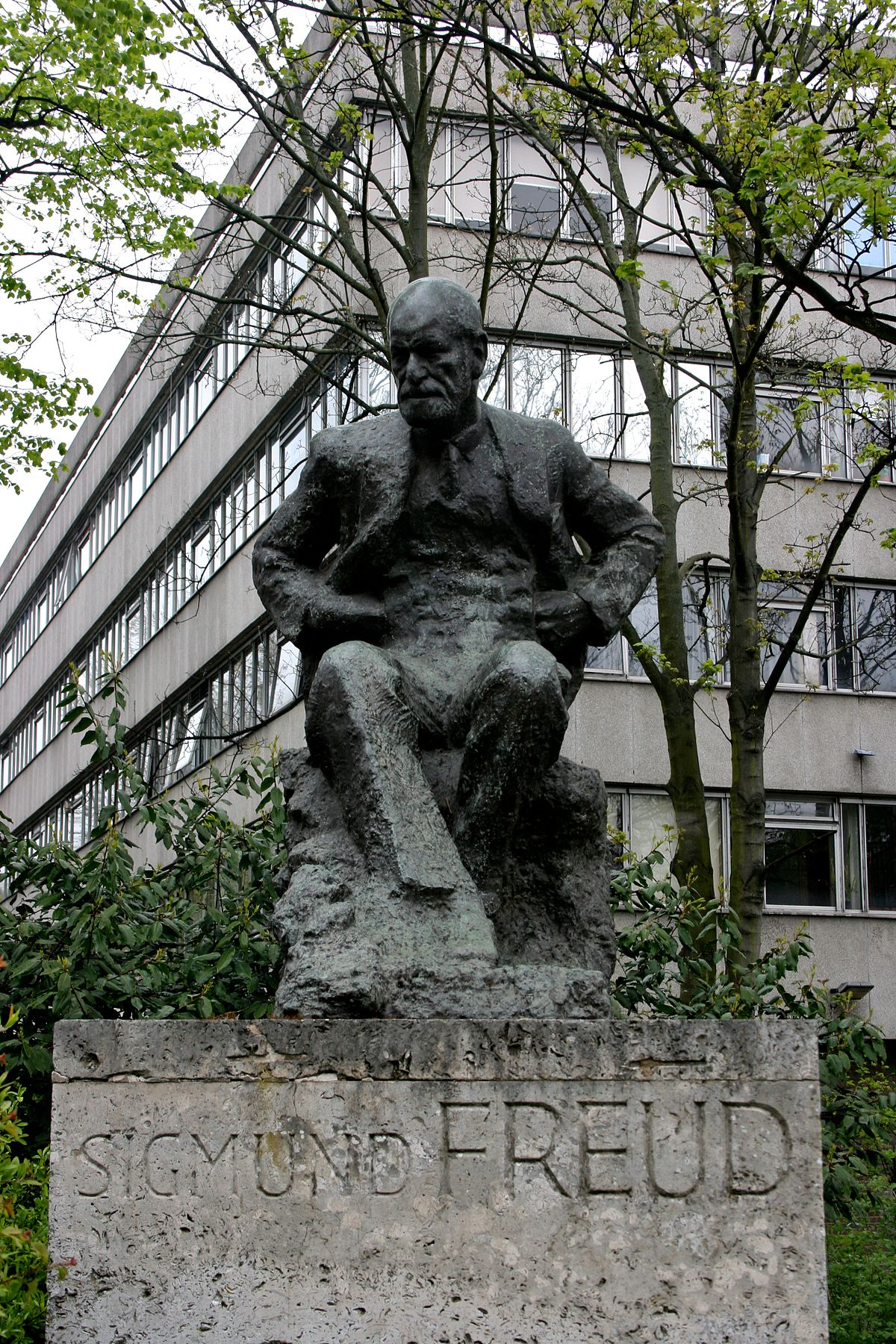 statue of sigmund freud hampstead