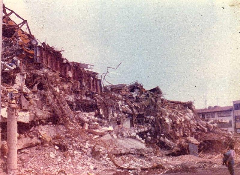 File:Sismo 1985 Ciudad de México 27.jpg