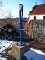 Slatina u Velvar, hřbitovní pumpa.jpg