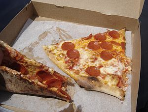New York-style pizza - Image: Slices of thin crust New York style pizza
