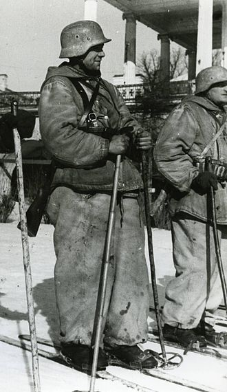 Blue Division - Blue Division skiers prior to their departure on a mission. Scenes like these were common amongst the Spanish Army throughout the Winter Campaign