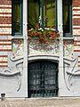 Soubassement de pierre, détail de façade Art nouveau.JPG