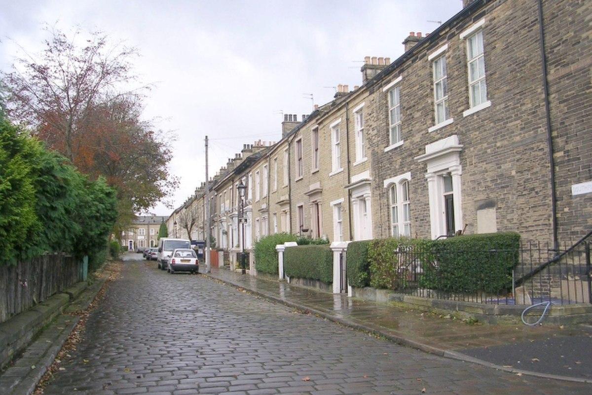 Southfield Square - Lumb Lane - geograph.org.uk - 1042155.jpg