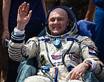 Soyuz TMA-03M André Kuipers shortly after landing.jpg