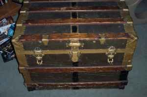 Trunk (luggage) - A steamer trunk dating from the late 1890s to early 1900s.