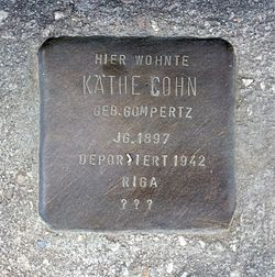 Photo of Käthe Cohn brass plaque
