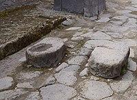 Stones on Via dell'Abbondanza (Pompeii).jpg