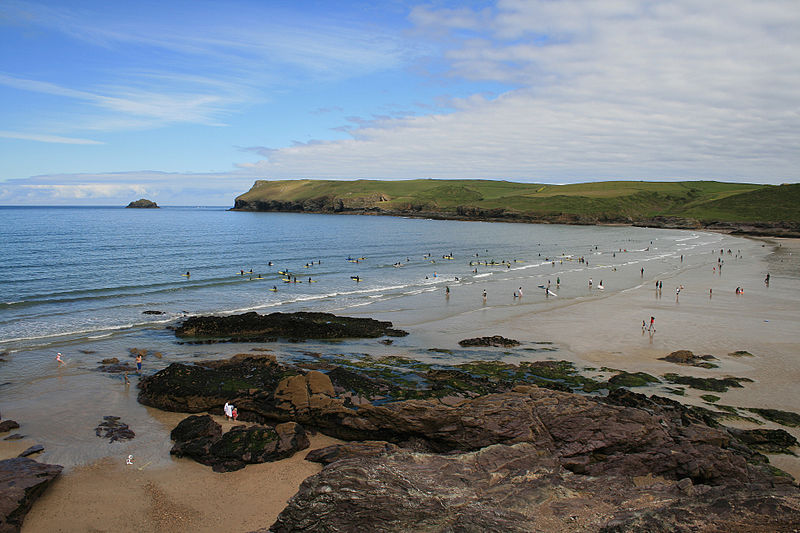 File:Surfers at Polzeath Cornwall.JPG