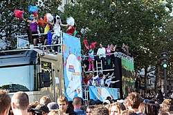 Lovemobile in einer Technoparade