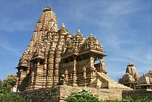 Temple at Khajuraho, Madhya Pradesh, India.jpg