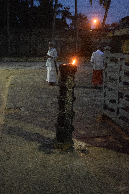 File:Thiruvallam Parasurama Temple Stone LampDSC 8741.jpg ... for Temple Stone Lamp  165jwn