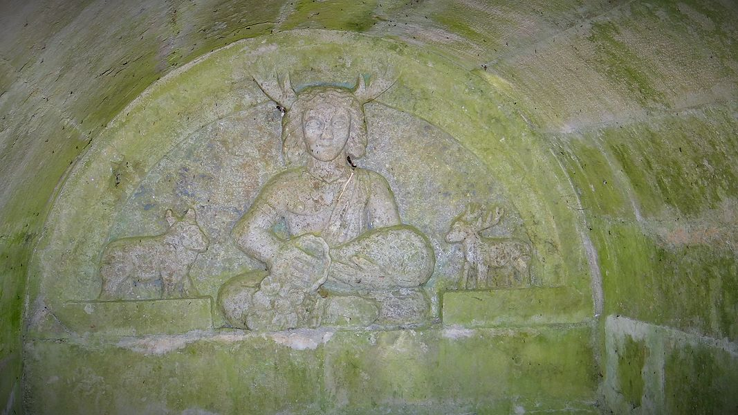 Lavoir de Fontenilles, Thisy, statue de la divinité gauloise Cernnunos