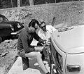 Tihany 1970, Kenderföld utca 37., autó karbantartás. Fortepan 97816.jpg