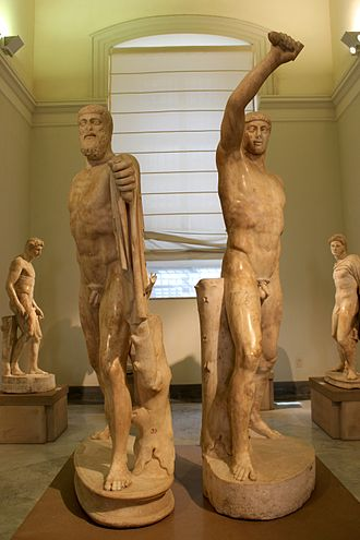 A sculptural pairing of Harmodius and Aristogeiton, who became known as the tyrannicides after they killed Hipparchus and were the preeminent symbol of Athenian democracy Tiranicidas 04.JPG