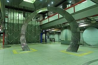 Tochōmae Station - Concourse sculpture