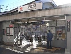 TokyuNumabeSta-KamataGates.jpg