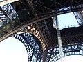 Torre Eiffel vista de baixo - panoramio - José Claudio Marcott… (1).jpg