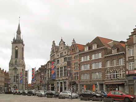 Grand Place Tournai, straatzicht Grand Place positie4 foto3 2013-05-08 19.30.jpg