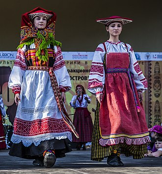 Sarafan - Image: Traditional Russian Folk Costumes 02