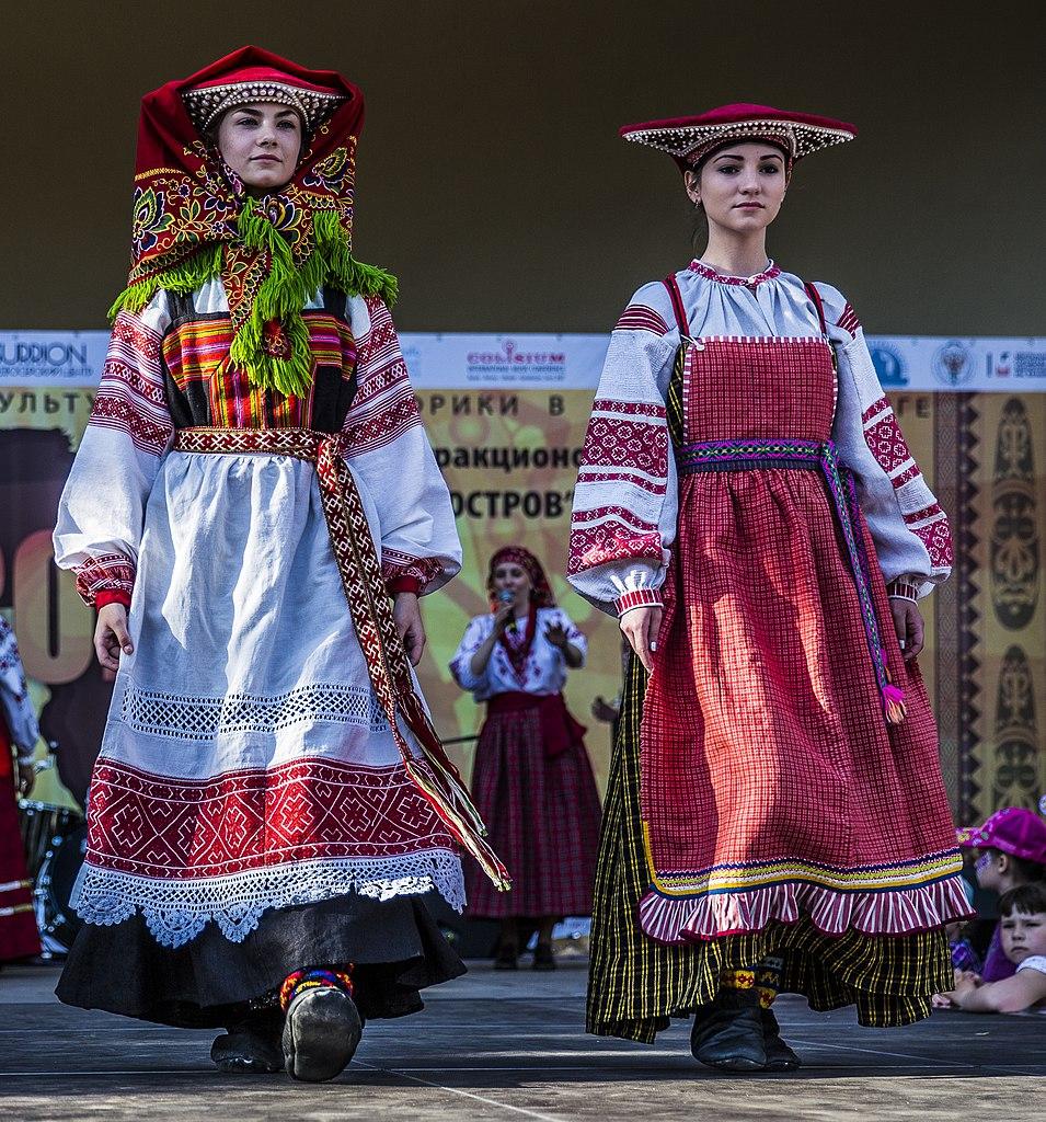 File:Traditional Russian Folk Costumes 02.JPG