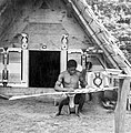 Tropenmuseum Royal Tropical Institute Objectnumber 10020786 Een Marron man is bezig een schilderi.jpg