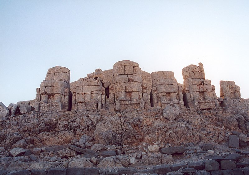 Archivo:Turkey nemrut dagi 1.jpg