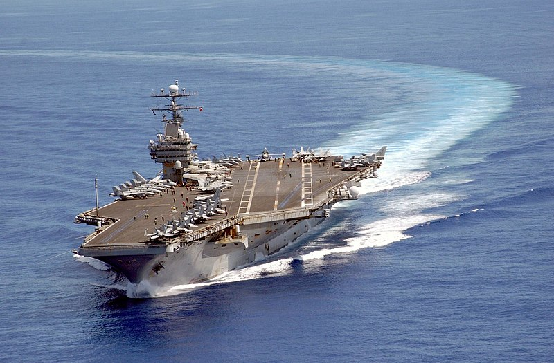 US Navy - Page 2 800px-USS_Carl_Vinson_on_patrol_in_the_Pacific_2003-06-10