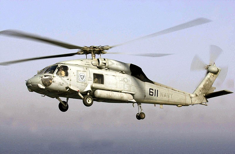 España - Compra a EEUU dos helicópteros SH-60 antisubmarinos de segunda mano 800px-US_Navy_030424-N-6536T-001_An_SH-60_Seahawk_assigned_to_the_Screaming_Indians_of_Helicopter_Antisubmarine_Squadron_Six_%28HS-6