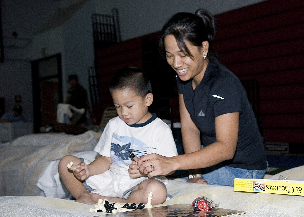 File Us Navy 071023 N 4658l 033 Mother And Son Play Chess At The