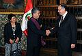 """VICECANCILLER PERUANO CONDECORA A EMBAJADOR DE CHINA CON LA ORDEN """"EL SOL DEL PERÚ"""" (6290316614).jpg"""