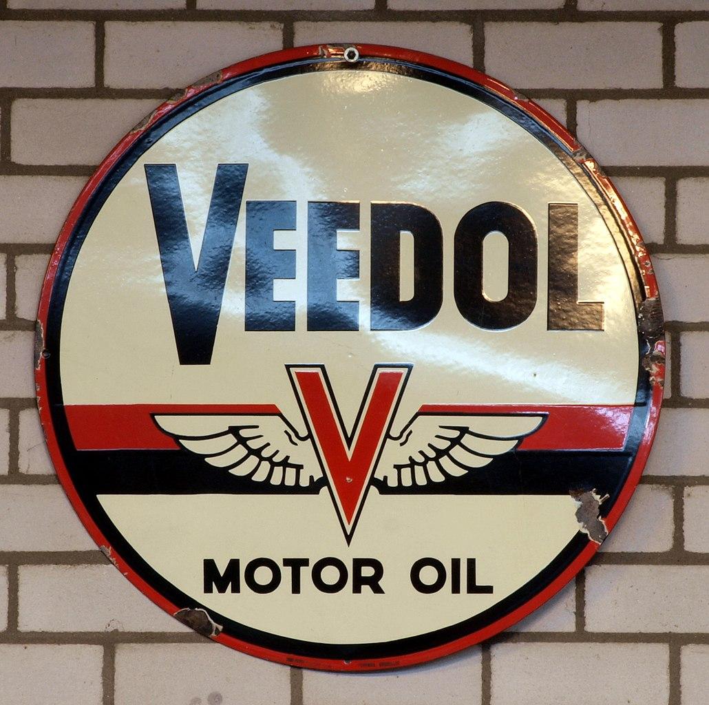 file veedol motor oil enamel advert sign at the den hartog ford museum pic 039 jpg wikimedia. Black Bedroom Furniture Sets. Home Design Ideas