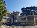 Vieux tours, place François Sicard, façade est, portail de l'archevêché.jpg
