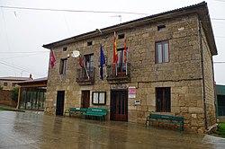 Villaldemiro 02 ayuntamiento by-dpc.jpg