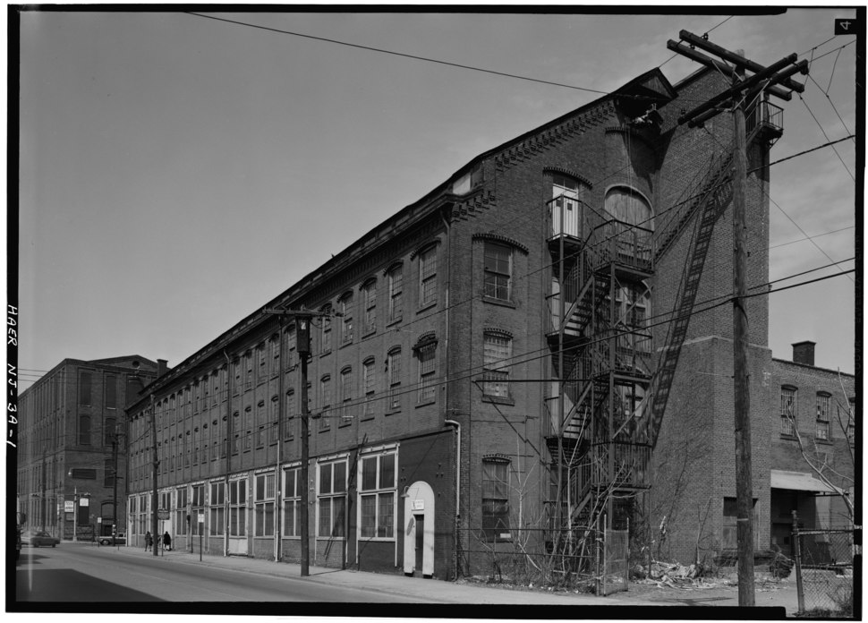 WEST AND SOUTH ELEVATIONS - Rogers Locomotive and Machine Works, Erecting Shop, Spruce and Market Streets, Paterson, Passaic County, NJ HAER NJ,16-PAT,20-A-1