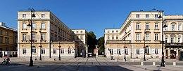 Pałac Czapskich, Warschau. Im linken Gebäude lebte ab 1827 im dritten Stock die Familie Chopin. (Quelle: Wikimedia)