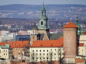 Wawel seen from Krak Mound 2017.jpg
