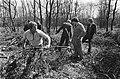 Werklozen vrijwillig (met behoud van uitkering) aan het werk in bossen bij Nunsp, Bestanddeelnr 932-1117.jpg
