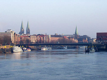 View from the Stephanibrucke towards the city centre and cathedral Weserhb2.jpg