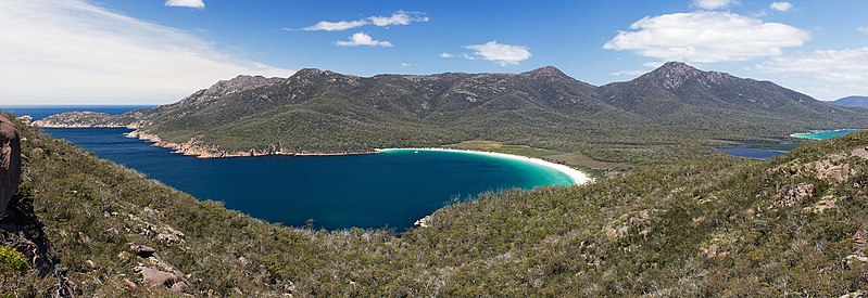 File:Wineglass Bay from Lookout crop.jpg