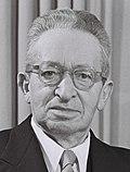 Yitzhak Ben-Zvi (cropped).jpg