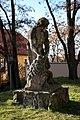 Zespół urbanistyczny Ostrowia Tumskiego i wysp- Piaskowej, Bielarskiej, Słodowej (rzeźba obok Kanoni); 195, 213; PL, DS, Wrocław, pl. Katedralny.jpg