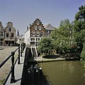 Zicht op de Oudegracht met de werfkelders, gezien vanaf de Geertebrug, ter hoogte van nummer 321 en 319, met zicht in de Geertestraat - Utrecht - 20396514 - RCE.jpg