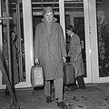 Zone-schaaktoernooi te Berg en Dal , dr M Filip vertrekt uit het hotel, Bestanddeelnr 911-8031.jpg