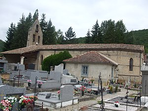L'Aiguillon - View of the church.