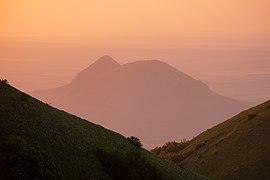 Гора Верблюд на закате со склонов горы Бештау.jpg