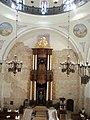 פנים בית הכנסת, ניתן לראות באפנדטיבים את ארבעת ערי הקודש.jpg