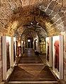.מעבר בנוי מקשתות אבן לסדנאות בעלי המלאכה במוזיאון אוצרות בחומה בעכו.jpg
